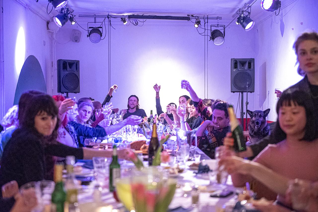 Dirty Debüt S2#5-Pain Killer | Dinner Toast by Melanie Jame Wolf | Photo © Anna Agliardi