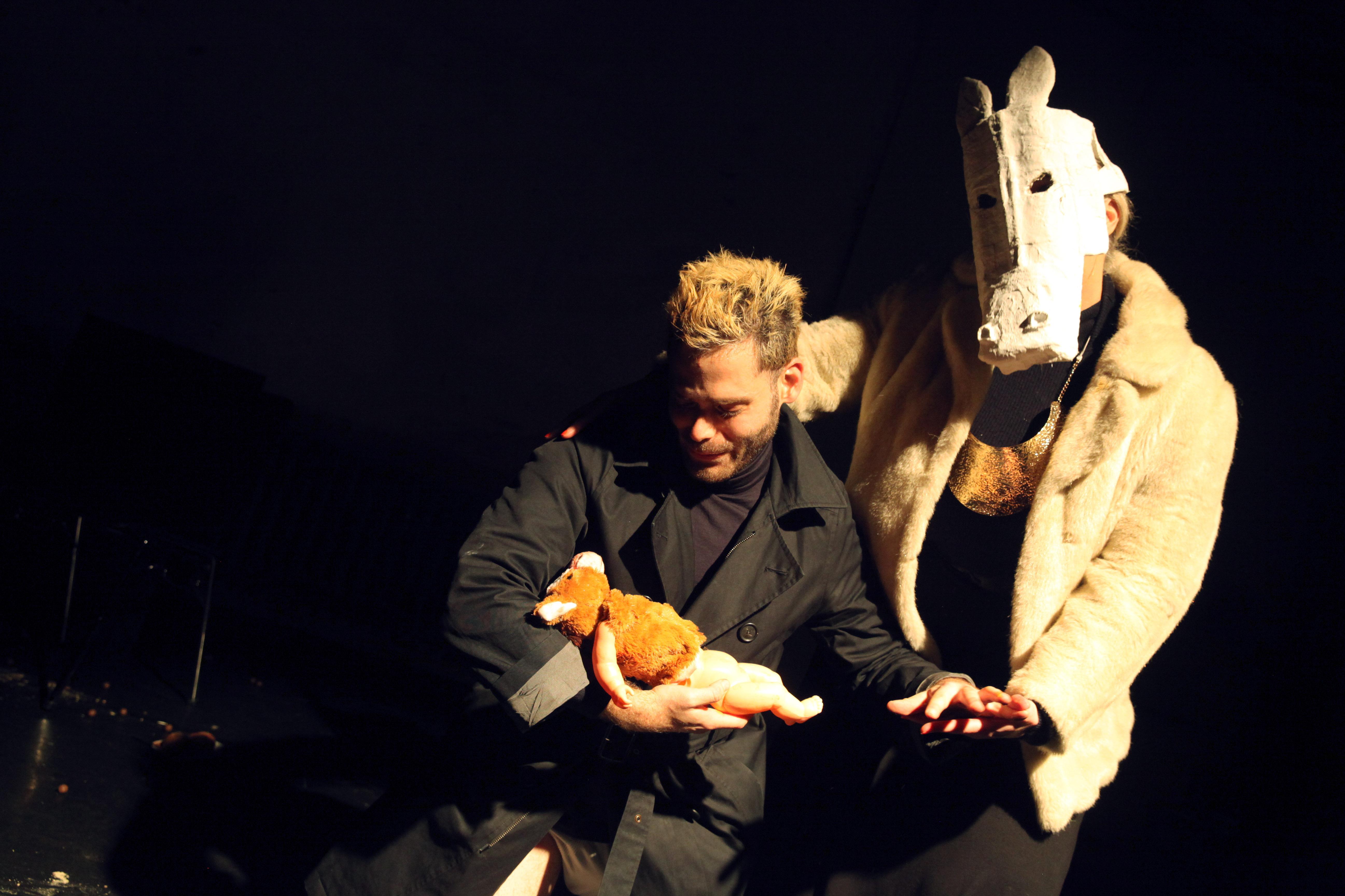 Dirty Debüt S1#3-Snickers | Snickers. An American Tragic-Legend About One Dark Horse and His Australian Venture in an Era of Globalisation by Gur Piepskowitz / Lara Buffard |Photo © Dorothea Tuch