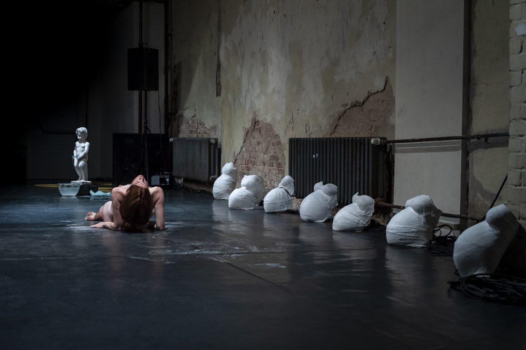 Dirty Debüt S1#1-Urine | Liquid Marble by Emmilou Rößling