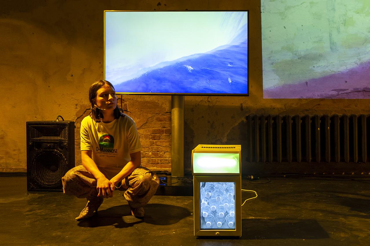 Dirty Debüt S1#1-Urine | #20shadesofyellow by Janne Nora Kummer & Fee Römer |Photo © Anna Agliardi